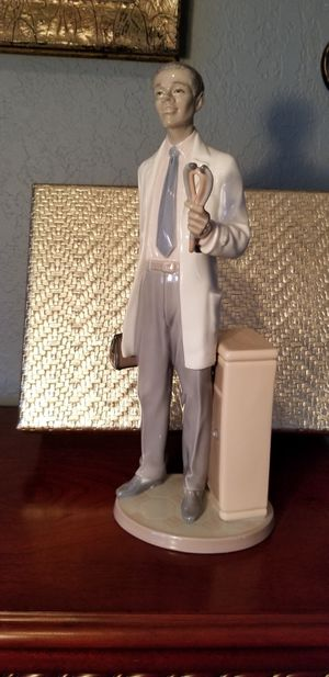 Lladro Black Legacy Figurine Doctor for Sale in Pembroke Pines, FL