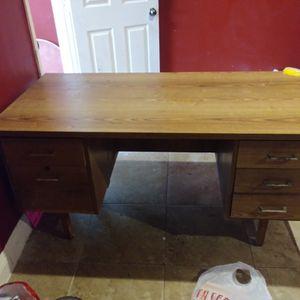 Desk for Sale in Hacienda Heights, CA