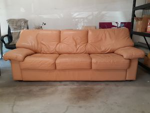 Plummers Sahara Leather Tan Couch MUST GO 10/20/20, $85 Diamond Bar for Sale in Diamond Bar, CA