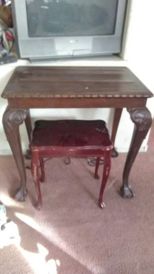 Antique table and chair for Sale in Las Vegas, NV