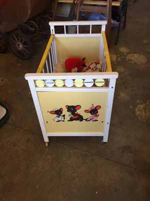 SWEET VINTAGE DOLL BED for Sale in Scappoose, OR