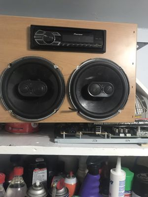 Speaker box with car stereo and speakers for Sale in St. Petersburg, FL