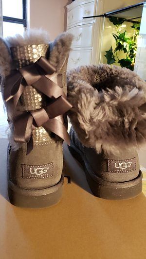 UGG Bailey Bow Stripe Silver, Size 5 for Sale in Lutz, FL