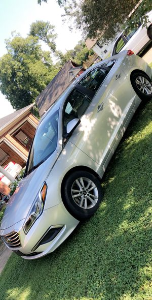 2016 Hyundai sonota clean and clear nc tittle for Sale in Valdese, NC