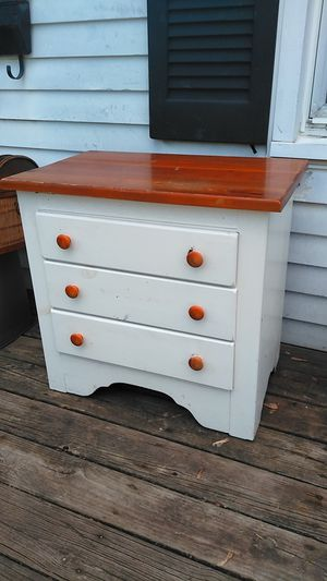 3 drawer wooden nightstand / small dresser for Sale in Columbus, OH