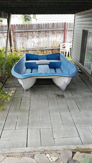 10ft livingston boat w/ 24lb thrust minn kota trolling motor for Sale in Wenatchee, WA