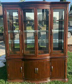 8 Chair dining Table + Hutch for Sale in West Covina, CA
