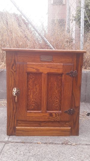 ANTIQUE VINTAGE ICE BOX for Sale in Albany, CA