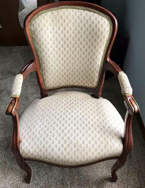Antique Chair for Sale in Lakewood, WA