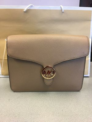 New Authentic Michael Kors Crossbody or Clutch for Sale in Bellflower, CA