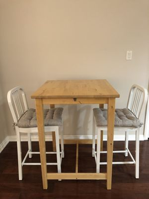 Small Bar High Dining Table with 2 Chairs for Sale in Baldwin Hills, CA