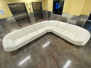 White sectional couch 13ftx11ft for Sale in HALNDLE BCH, FL