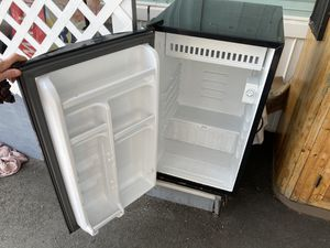 Small refrigerator, works fine. for Sale in Santa Cruz, CA