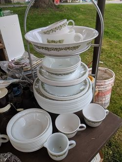 Pyrex and Corelle dishes vintage depression glass for Sale in Woodinville,  WA