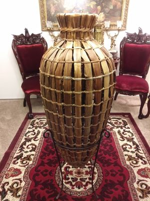 """Beautiful Large wicker vase on stand 50"""" for Sale in Thornton, CO"""