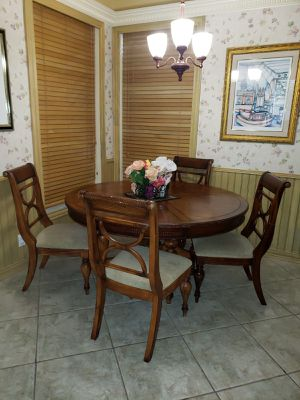 Breakfast table with 6 chairs for Sale in Fort Lauderdale, FL