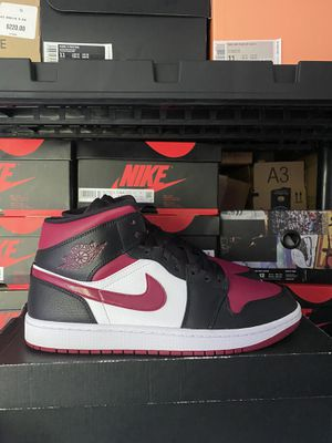 JORDAN 1 MID BRED TOE SIZE 10.5 WORN 1X for Sale in Arlington Heights, IL