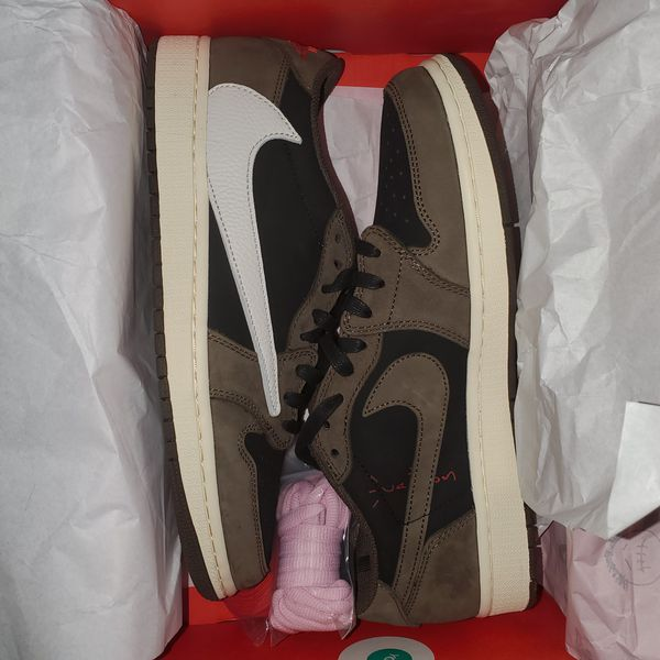Jordan 1 Travis Scott low