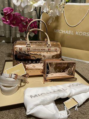Michael Kors handbag tote bag purse crossbody with matching wallet new set for Sale in San Antonio, TX