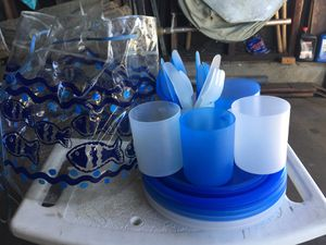 Pick nick plates, cups, and utensils for Sale in Lawndale, CA