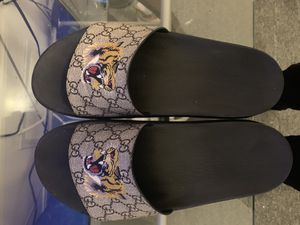 Gucci Flip Flops Great Condition, comes with box and all to prove authenticity for Sale in Pittsburgh, PA