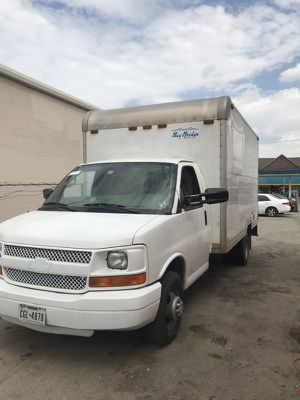 2006 chevy express box truck for Sale in Houston, TX