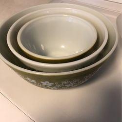 Vintage Pyrex Nesting Bowls 1970 for Sale in Sammamish,  WA