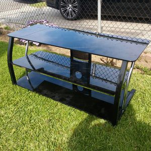 Flat screen TV stand with shelves for Sale in Hawthorne, CA