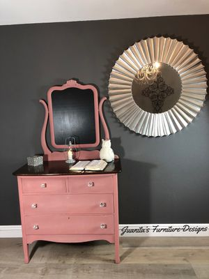 """Dresser """"Pinky"""" Vintage for Sale in Plano, TX"""