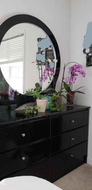 Bedroom set, queen for Sale in Montpelier, VA