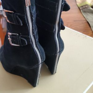 Micheal Kors Blk Suede Boots for Sale in Modesto, CA