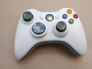 XBox 360 Microsoft White Gamepad Video Game Wireless Remote Controller for Sale in La Mirada, CA