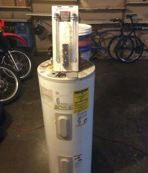 30 gallon hot water heater electric for Sale in Fullerton, CA