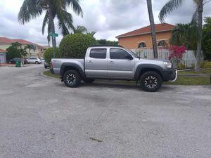 Toyota Tacoma 2014 doble cabina for Sale in Miami, FL