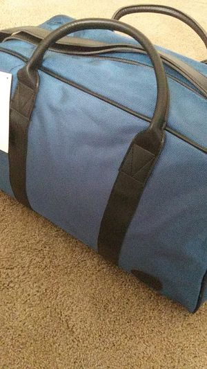 Vince Camuto Duffel Bag for Sale in Okatie, SC