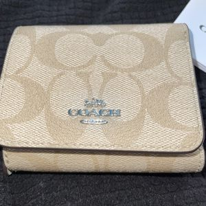 Coach Wallet Trifold for Sale in Los Angeles, CA