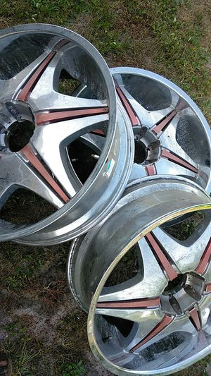 3 Rims missing one maybe 24 or 26 inch for Sale in Lehigh Acres, FL