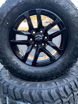 "SET OF FOUR 18"" CHEVY GMC WHEELS AND RT TIRES for Sale in Visalia,  CA"