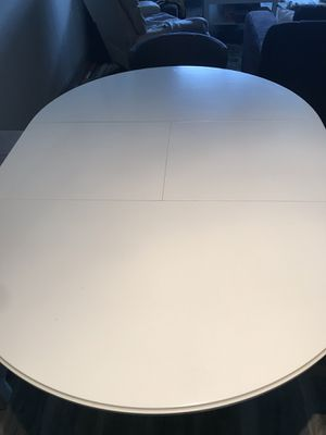 Dining room table with leaf insert. for Sale in Houston, TX