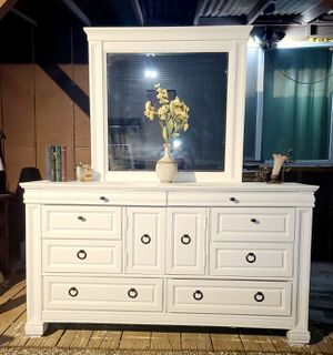 Beautiful white solid wood 8 drawer dresser with cabinet for Sale in Jurupa Valley, CA