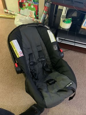 Infant car seat for Sale in Chardon, OH
