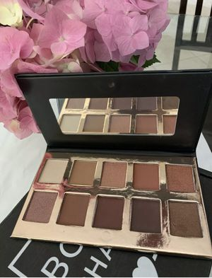 New Crown Pro Eyeshadow palette for Sale in Victorville, CA