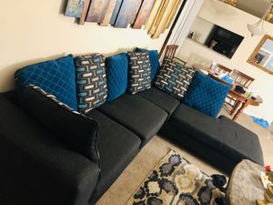 Sectional couch (WILL DELIVER LOCALLY FOR FREE) for Sale in Durham, NC