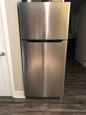 Insignia 18 Cu Ft Top- Freezer Refrigerator - Stainless steel for Sale in Los Angeles, CA