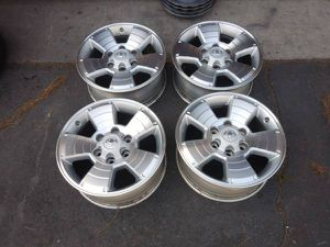 6 lug 17 inch Toyota alloy stock rims and caps. for Sale in Commerce, CA