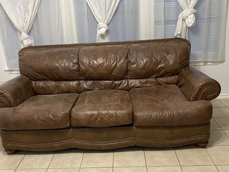 Brown Leather Couch for Sale in Manor,  TX