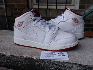 AIR JORDAN 1 MID GS KIDS SHOES SIZE 6Y EXCELLENT USED CONDITION$40 for Sale in Cleveland, OH