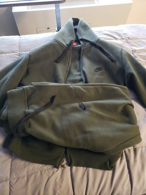 Nike outfit size large for Sale in Wixom, MI
