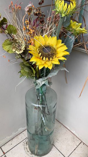Glass vase with sunflowers for Sale in Fort Lauderdale, FL