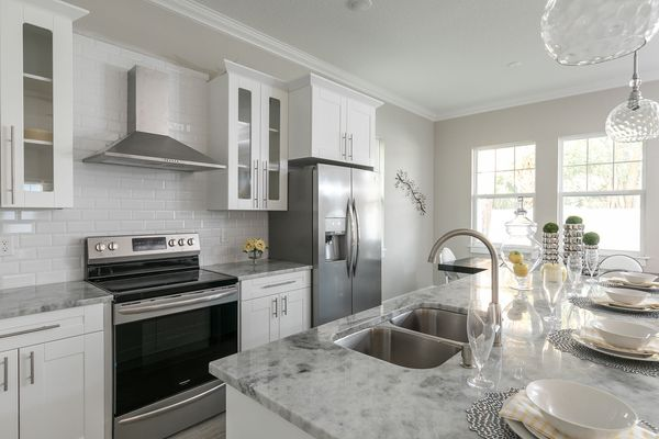 White Shaker Kitchen Cabinets (frameless) for Sale in ...